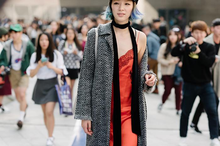 seoul-fashion-week-2015-street-style-dam-ngu-slip-dress