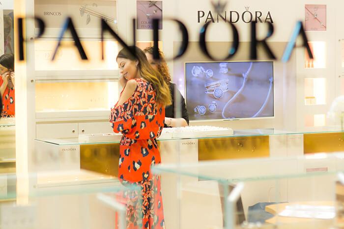 Pandora e suas varias formas de encantar (700 x 647)