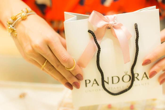 Pandora e suas varias formas de encantar (700 x 467)