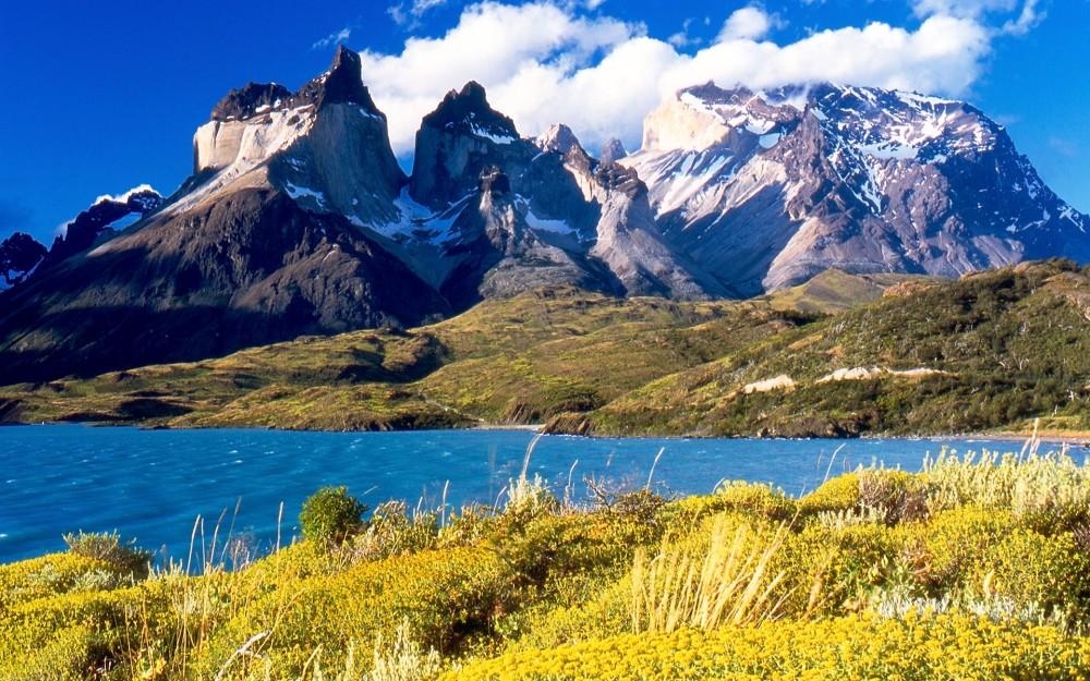 Dicas de Viagem - Cuernos_del_Paine_from_Lake_Pehoé