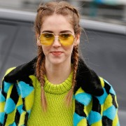 Óculos de sol com lente colorida, pra investir!