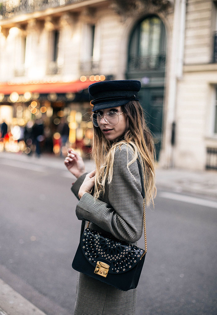 Furla-metropolis-laser-cut-black-bag-parisian-style-street-checked-blazer-street-style-fashion-blogger-4
