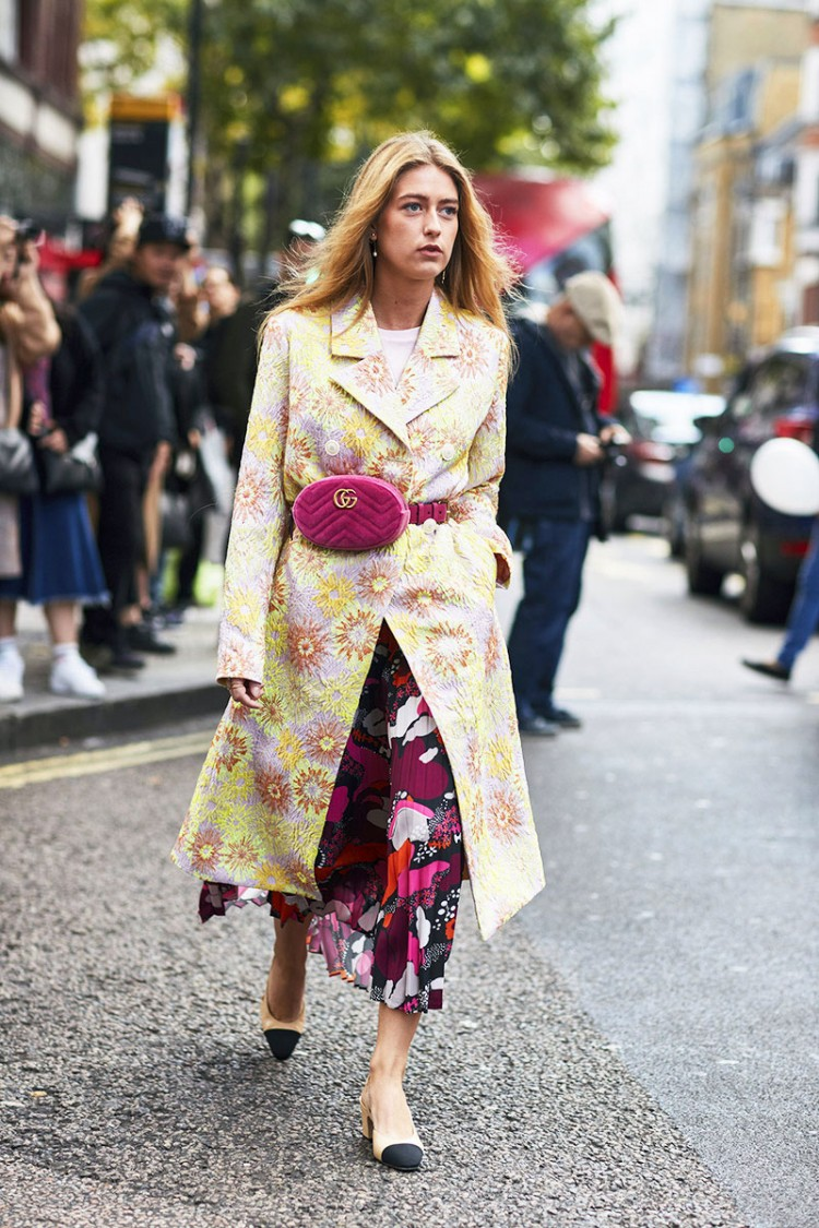 london-fashion-week-street-style-spring-2018-emili-sindlev-magenta-gucci-belt-bag-floral-print-dress-coat-chanel-heels-1.jpg.pagespeed.ce.UlNdydqFAg