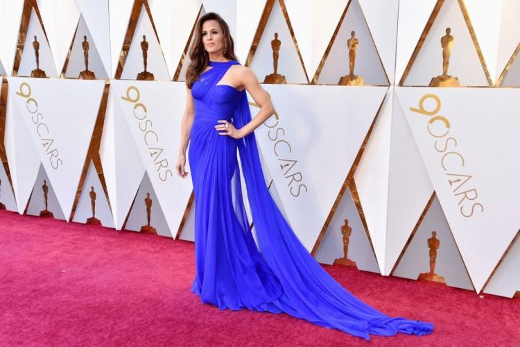 premiile-oscar-2018-Gina-Rodriguez-cancan-Jennifer-Garner