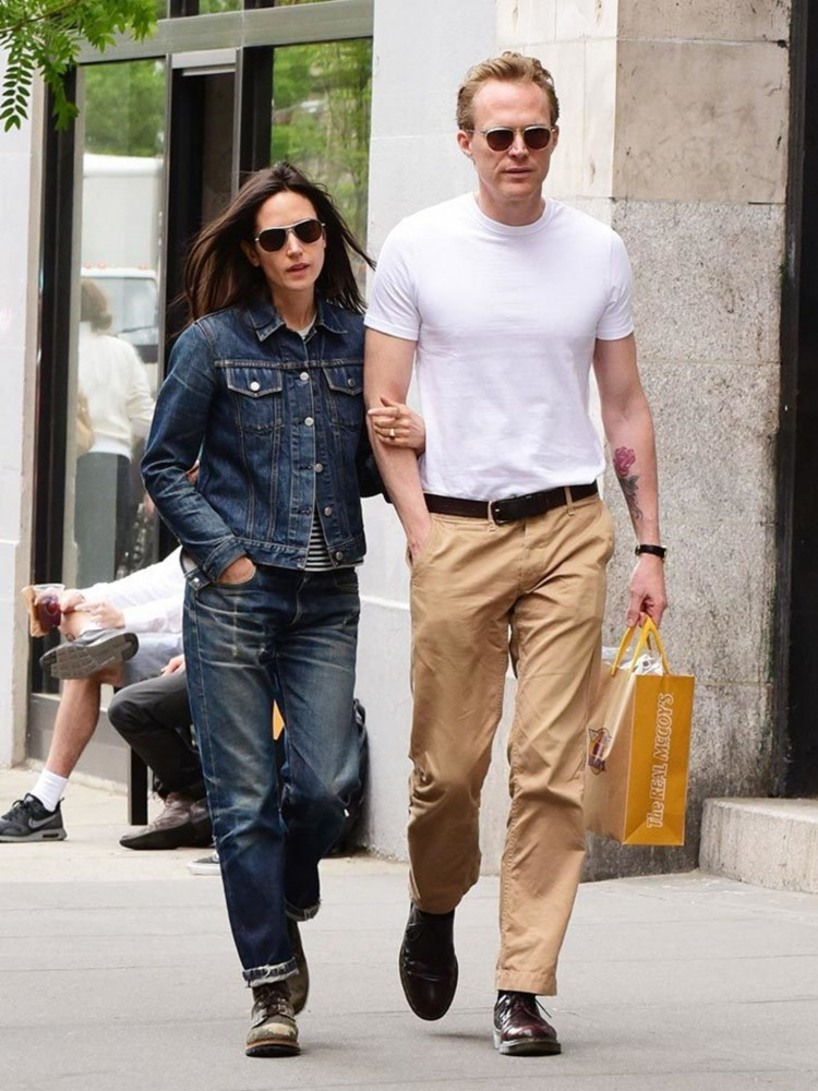 2048x2730-25408-jennifer-connelly-and-paul-bettany-in-soho-nyc-may-2015-couples-street-style-getty-gallery-jpg
