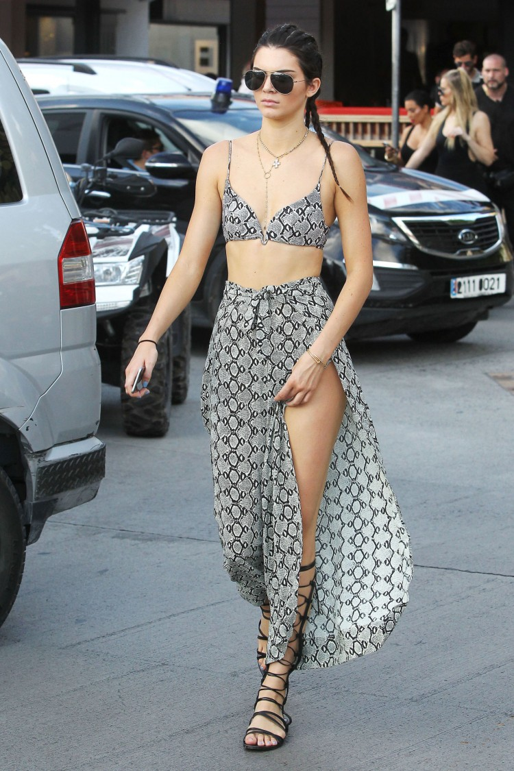 6.-kendall-jenner-in-sexy-outfit